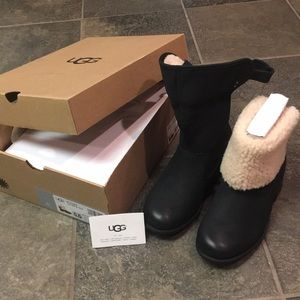 Women's Ugh black Aldon boot sz 5.5